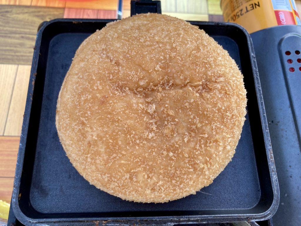 バウルーで作るホットサンドメーカーの変わり種料理でカレーパンを焼く