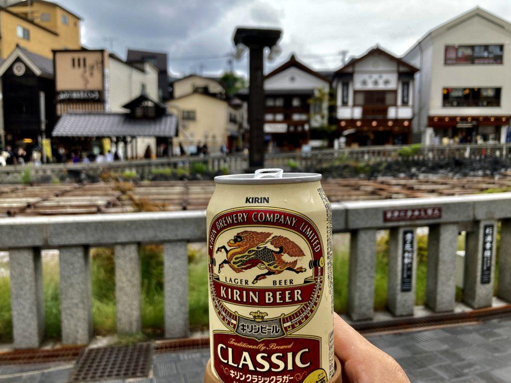 草津温泉「湯畑観光駐車場」から湯畑で飲み
