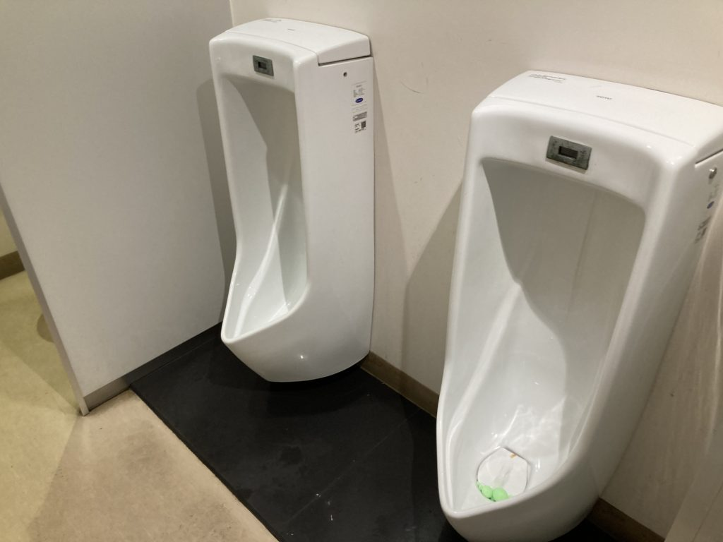 草津温泉「湯畑観光駐車場」一階のトイレ写真
