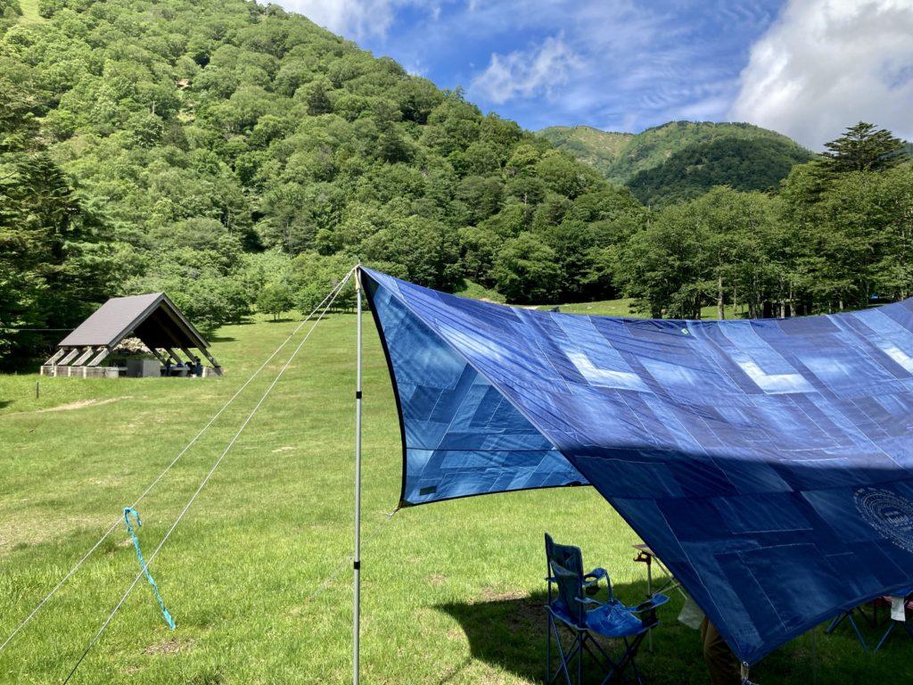 湯の湖 日光湯元キャンプ場でタープ設営