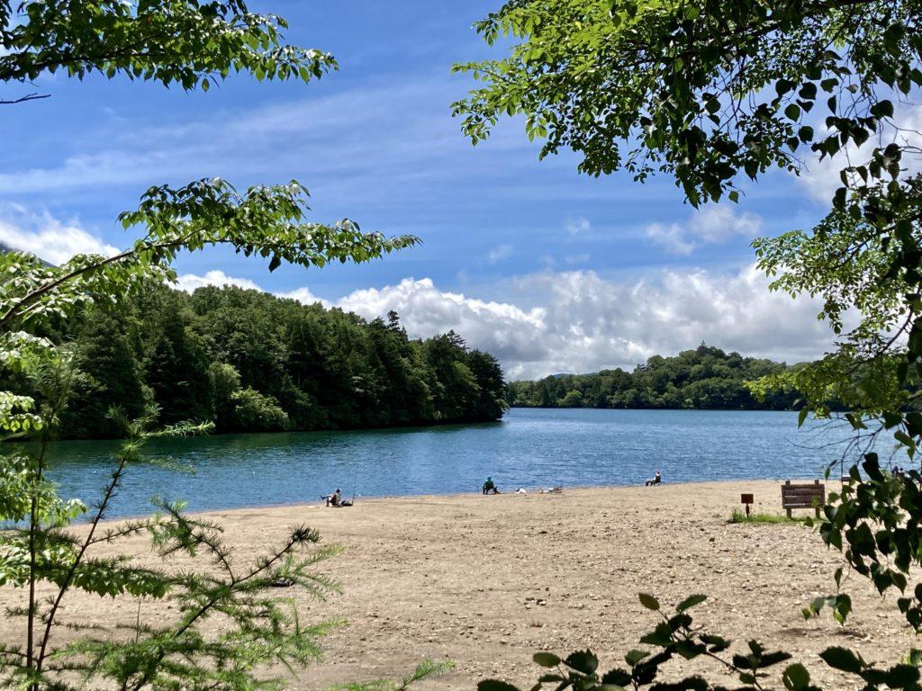 湯の湖と湯滝のハイキングコース