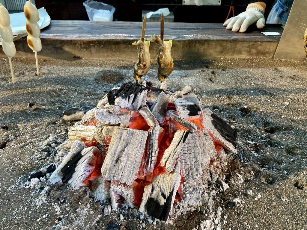 湯の湖と湯滝の茶屋で鮎の塩焼き