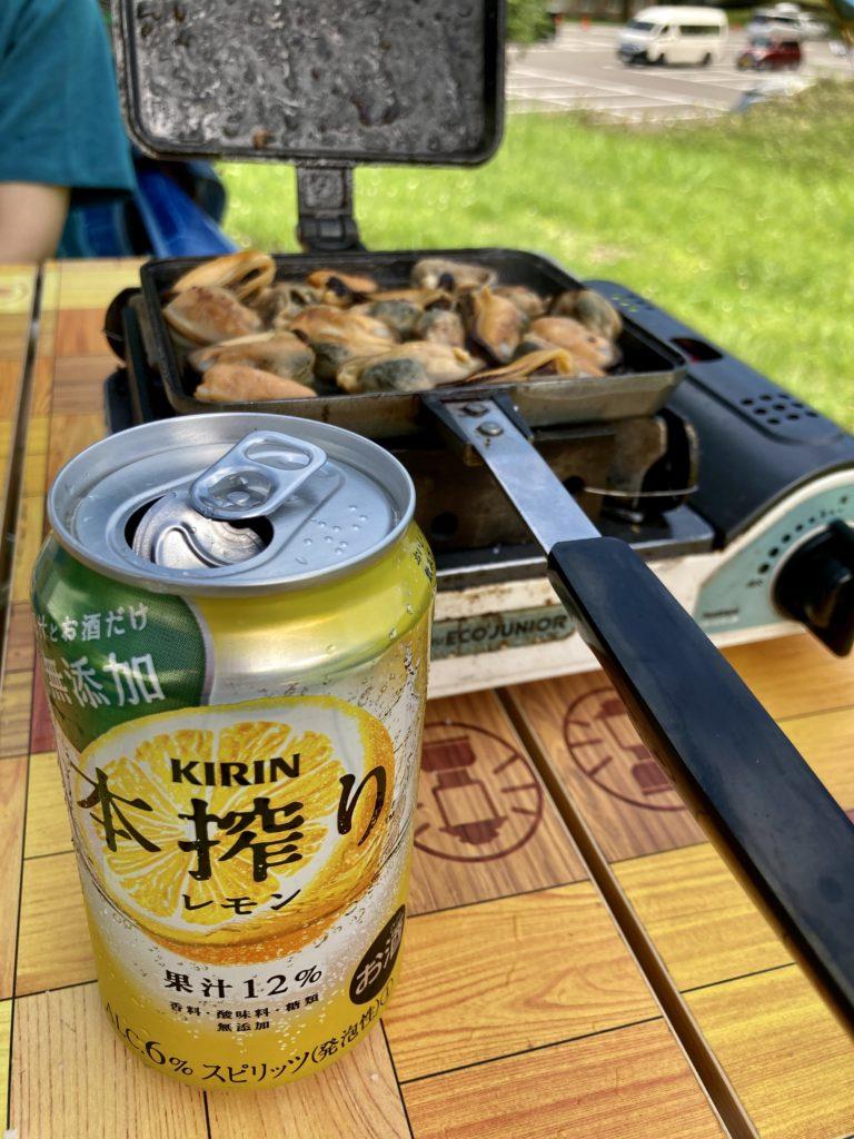 湯の湖 日光湯元キャンプ場でホットサンドメーカー料理のムール貝の塩焼き