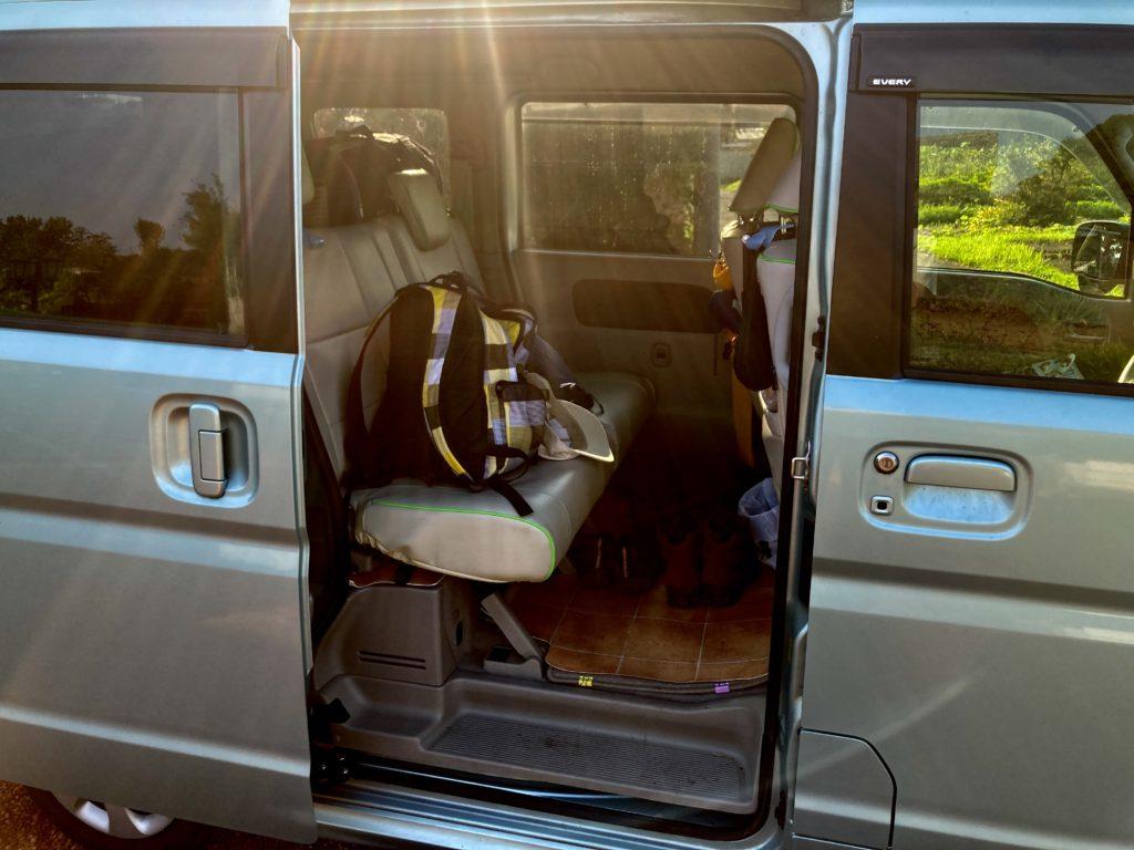 軽キャンピングトレーラーの幌馬車くんで行く嬬恋のバラキ高原キャンプ場の荷物