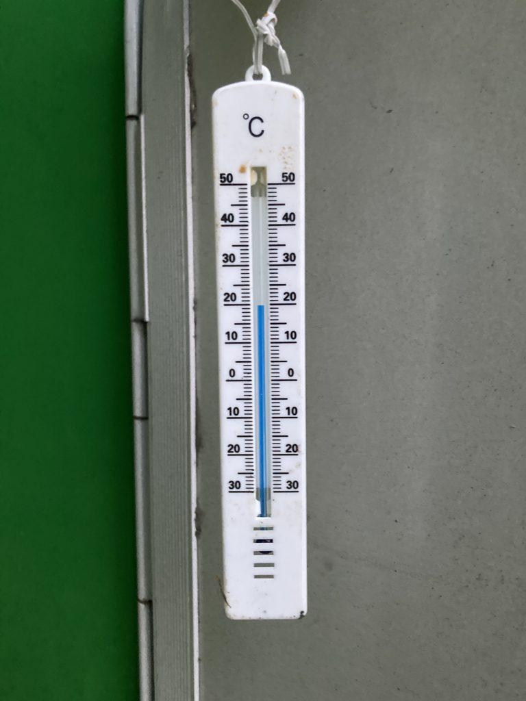 軽キャンピングトレーラーの幌馬車くんで行く嬬恋のバラキ高原キャンプ場の18時の7月の気温