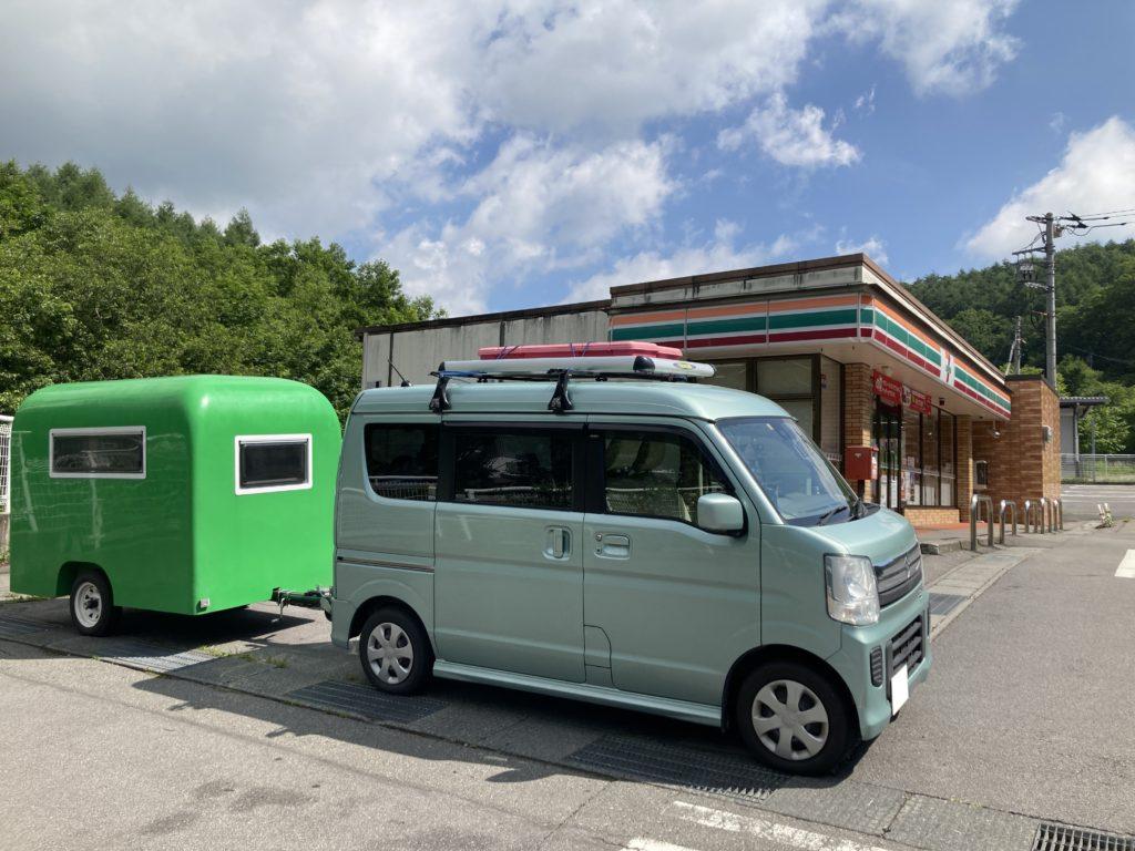 軽キャンピングトレーラーの幌馬車くんで行く志賀高原の木戸池キャンプ場で草津のセブンイレブンで休憩