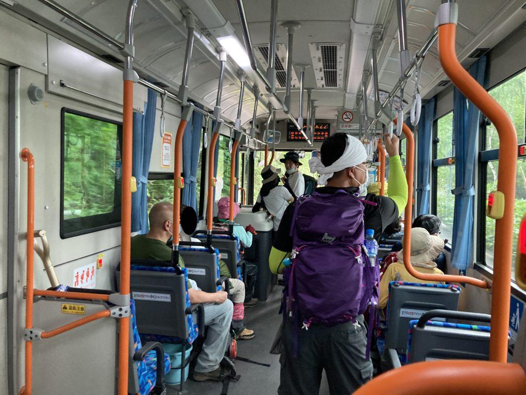 志賀高原自然歩道のハイキングコースで信州大学自然教育園から木戸池へ長電バスで移動