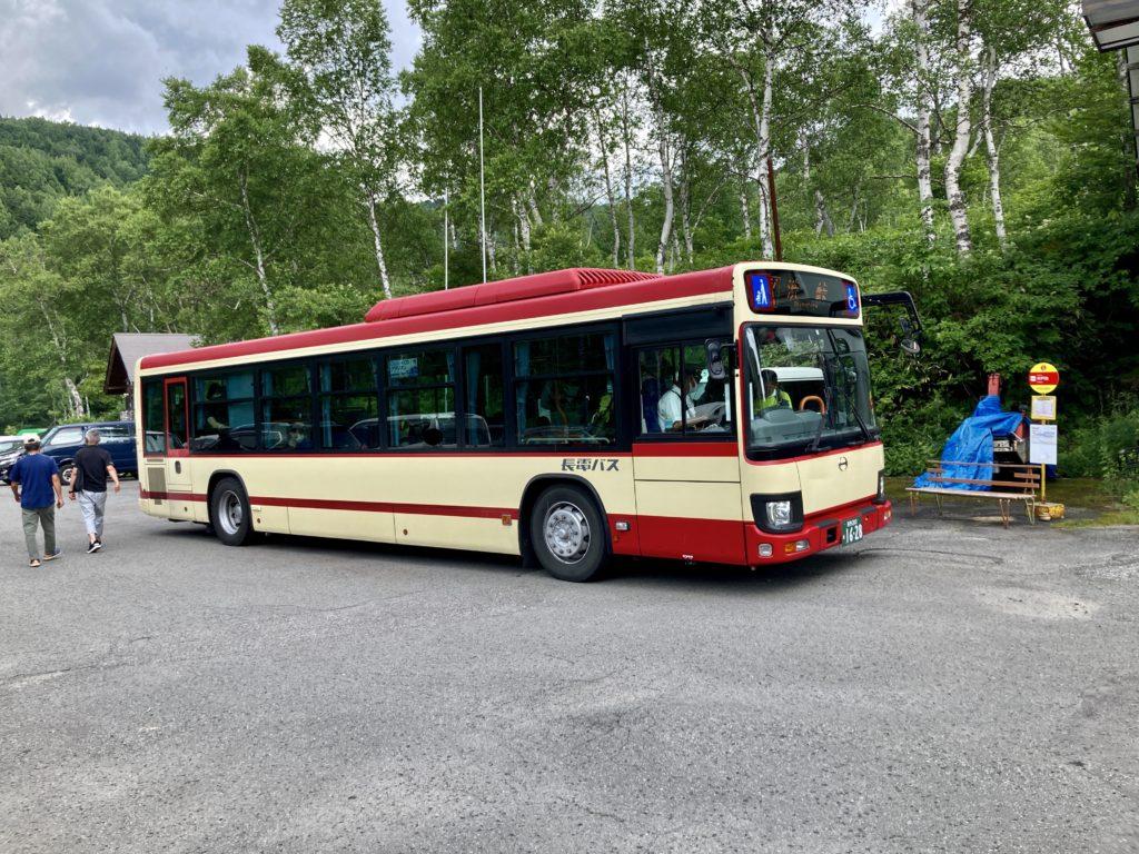 志賀高原自然歩道のハイキングコースで木戸池へ長電バスで移動