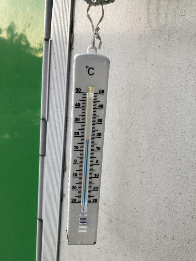 軽キャンピングトレーラーの幌馬車くんで行く志賀高原の木戸池キャンプ場の7月の朝の気温