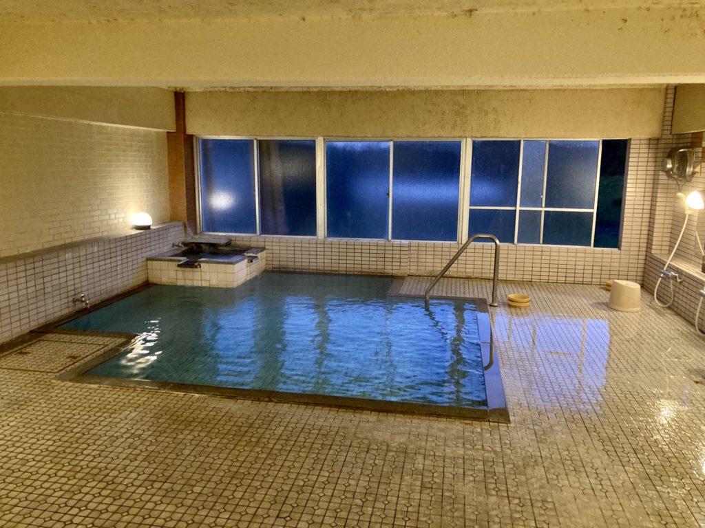 志賀高原の木戸池キャンプ木戸池温泉ホテルの日帰り温泉で内湯