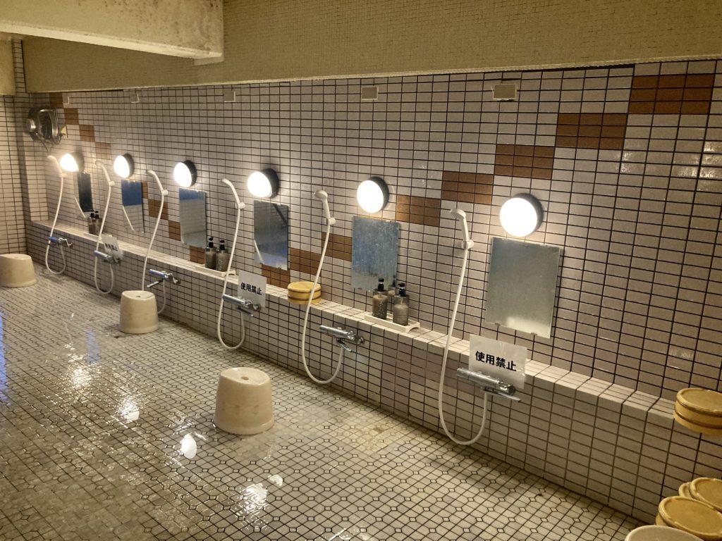 志賀高原の木戸池キャンプ木戸池温泉ホテルの日帰り温泉で洗い場