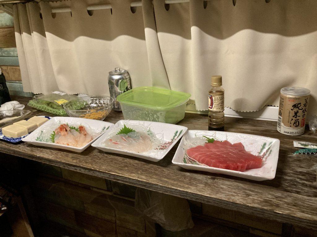 軽キャンピングトレーラーの幌馬車くんで行く志賀高原の木戸池温泉ホテル駐車場でトレーラー泊