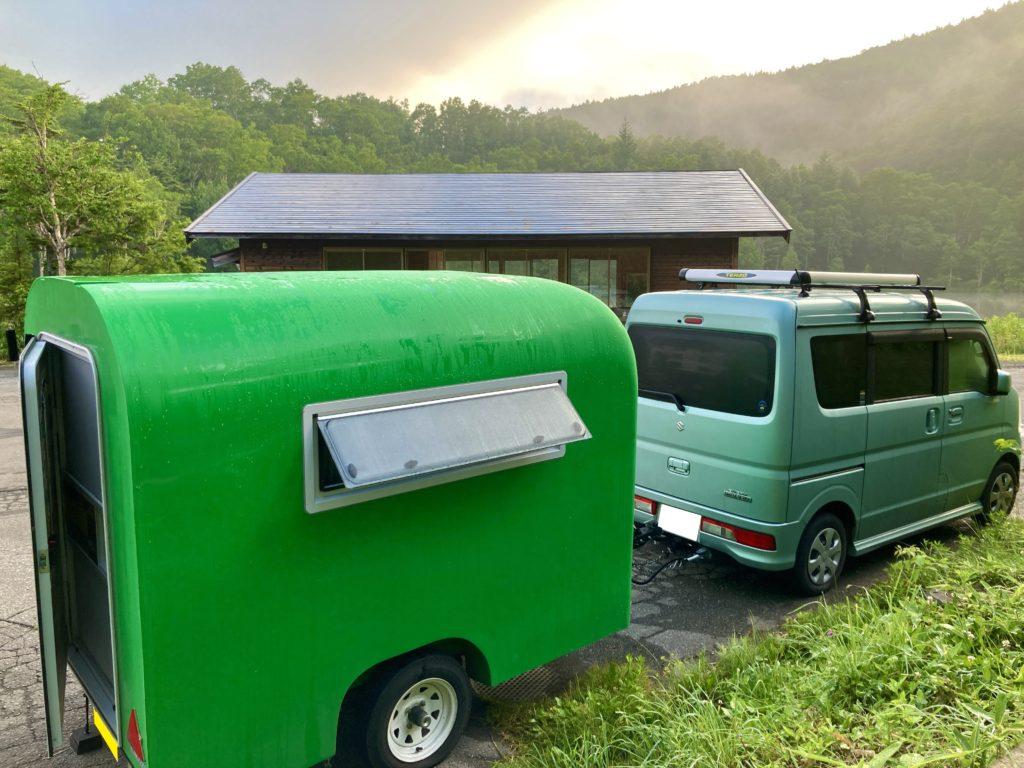 軽キャンピングトレーラーの幌馬車くんで行く志賀高原の木戸池温泉ホテルにトレーラー車中泊