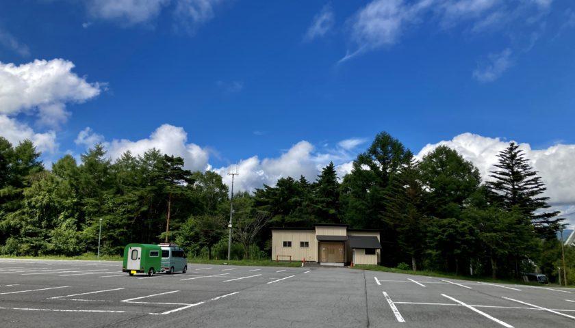 軽キャンピングトレーラーの幌馬車くんで行く女神湖の無料駐車場(南)