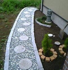 日本庭と置石や灯篭