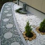 日本庭と飛石や灯篭