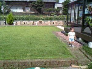 芝生のつくばグリーンとタフブロックで末端処理