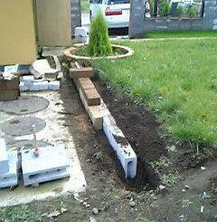 芝生の末端処理をタフブロックで