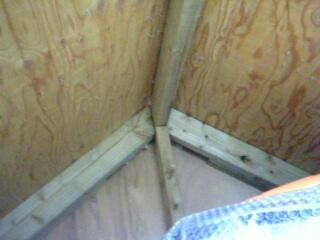 物置の屋根裏