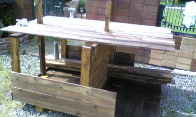 犬小屋木材組み立て