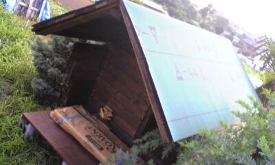 犬小屋の屋根材の防水処理