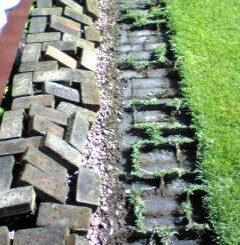 レンガ敷設と芝生の根止め