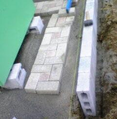 レンガと側面の重量ブロック
