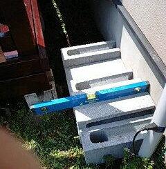 ウッドデッキ階段の重量ブロック